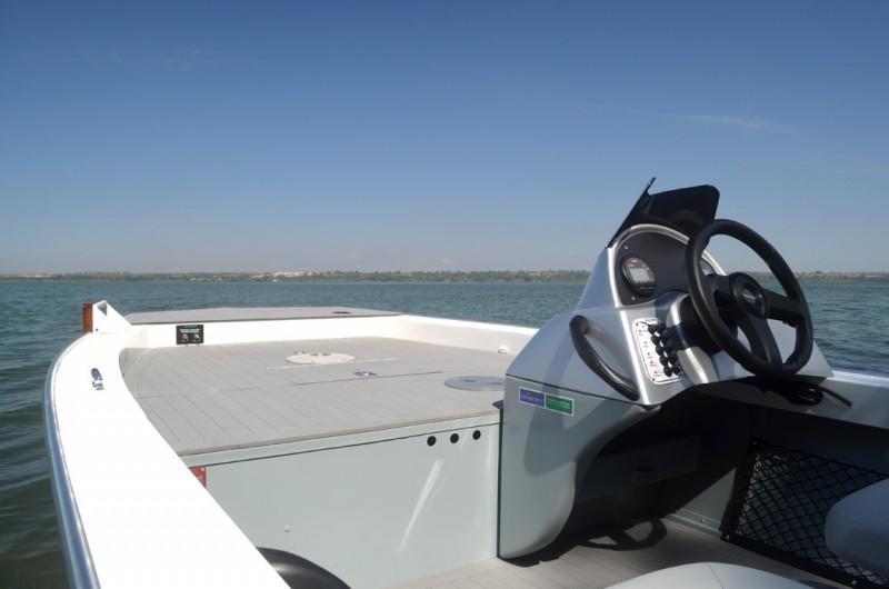 Lancha Levefort Apolus Fish Tracker Freestyle